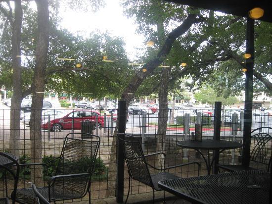Jason's Deli: outdoor dining