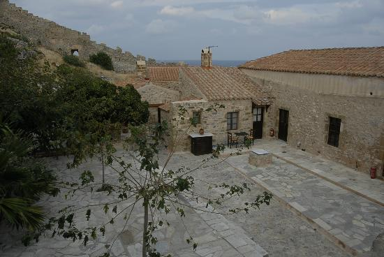 Likinia Hotel: View of aCourtyard