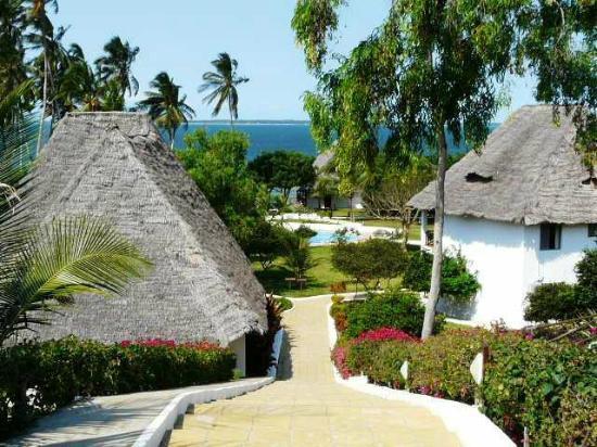 Ngalawa Beach Village : l'entree de l'hotel