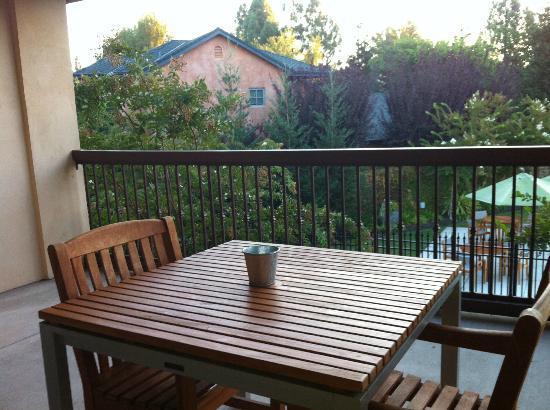 Wine & Roses Hotel: Balcony