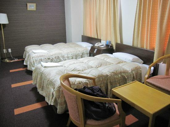 Hotel Shin Osaka: twin bed room