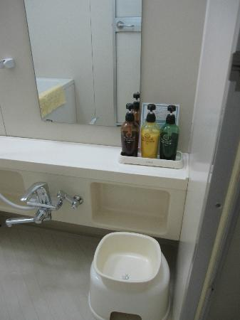 Hotel Shin Osaka: Bathroom