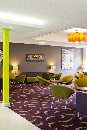 Holiday Inn Express Preston South: Lounge Area