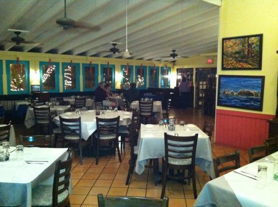 Cafe de la Plaza: Indoor dinning room, with a/c