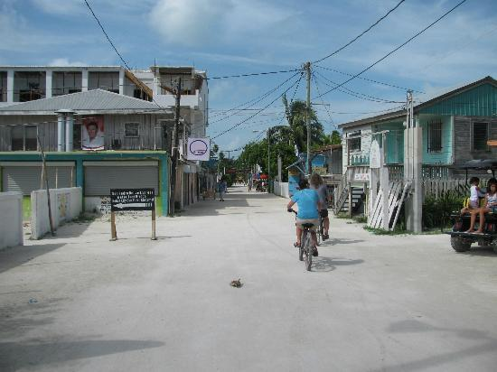 Island Magic Beach Resort: the white sand streets