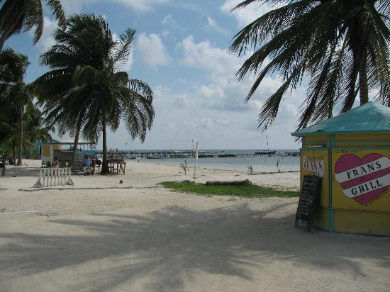 Island Magic Beach Resort: Caye Caulker