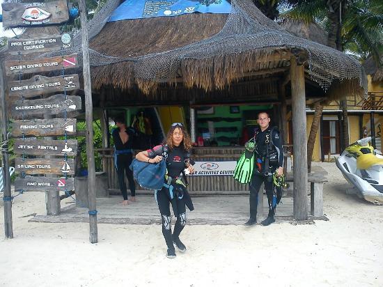 Vida Aquatica Dive Center: Cyan Ha Reception am Strand
