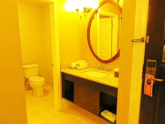 BEST WESTERN PLUS San Pedro Hotel & Suites: Nice bathroom