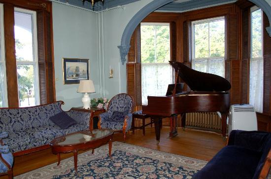 Blomidon Inn: Music room
