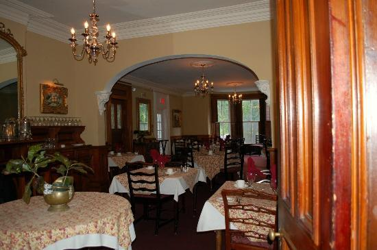 Blomidon Inn: Large dining room