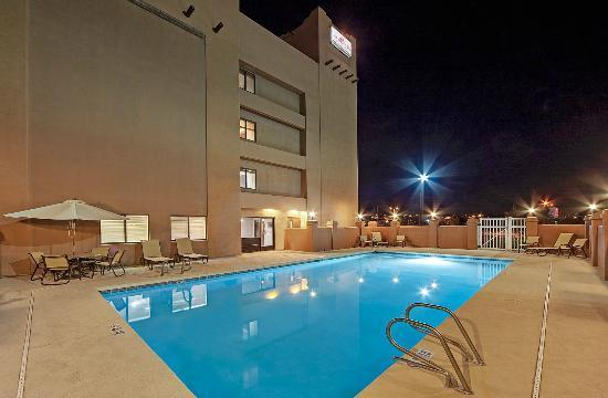 Hawthorn Suites by Wyndham Albuquerque: Swimming Pool