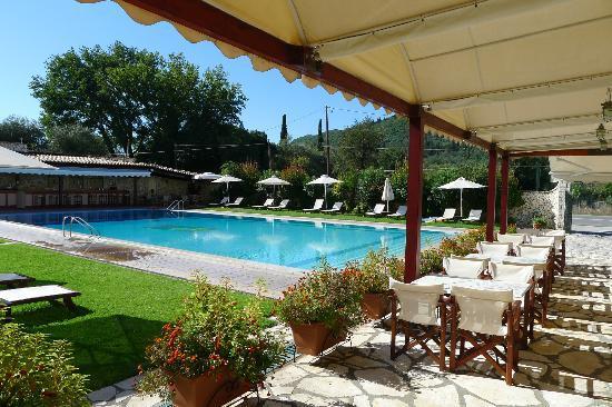 Paradise Inn Hotel : The pool