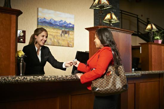 ‪‪Deerfoot Inn and Casino‬: Front Desk‬