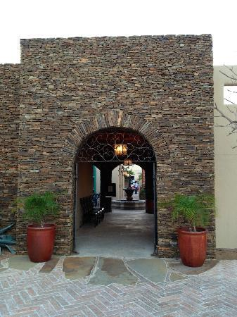 Santa FE Steakhouse: Attractive entrance for a strip mall