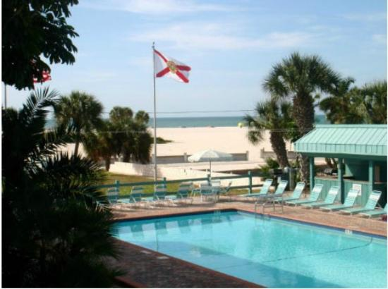 Treasure Shores Beach Club: Pool & Relax