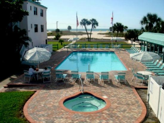 Treasure Shores Beach Club: Pool & Beach View