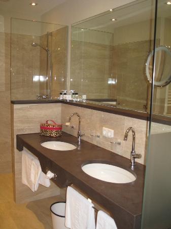 Hotel Christine: Bathroom