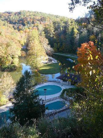 Hemlock Lodge: Pool and Hoedown Island