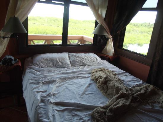 Silver Leaf Villa and Cabana: Master bed with balcony view (woke up to the sunrise every morning)