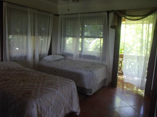 Silver Leaf Villa and Cabana: beds downstairs with exit to balcony