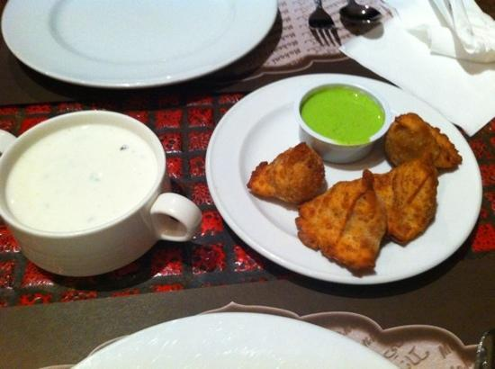 Makani Indian Cuisine: سمبوسة