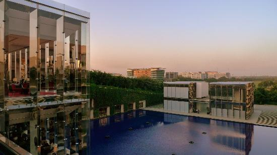 The Oberoi, Gurgaon: View from lobby area