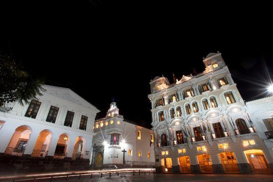 Hotel Plaza Grande Vista Nocturna