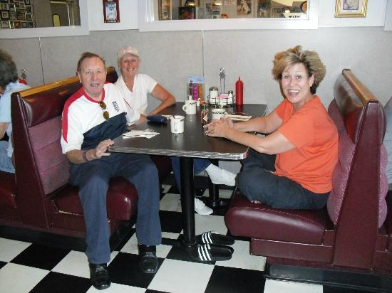 Mad Dogs Cafe: With special friends, my first visit to the US