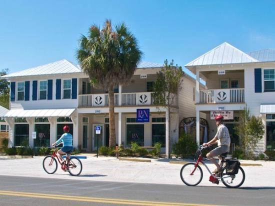 Anna Maria Guest Houses: Park your car when you arrive. Everything you need is in walking distance.
