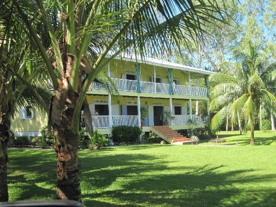 Sand Dollar Beach Bed & Breakfast: Colonial Caribbean style house in front of the beach with 5 guest rooms