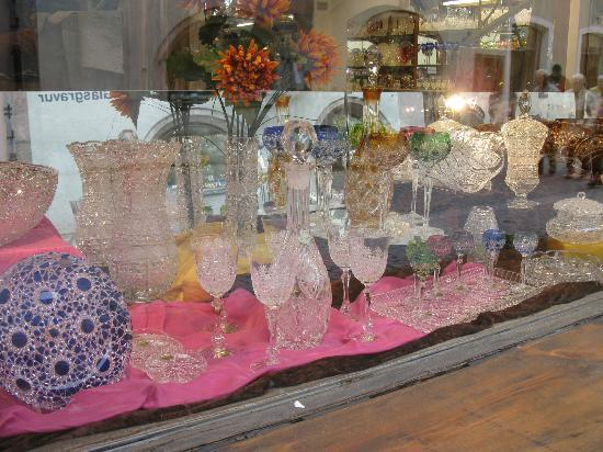 Glass - Crystal shops everywhere - Picture of Rattenberg