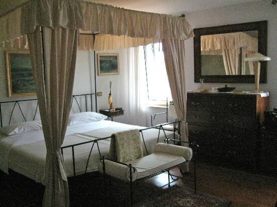 Villa Tuttorotto: Our spacious and well presented suite