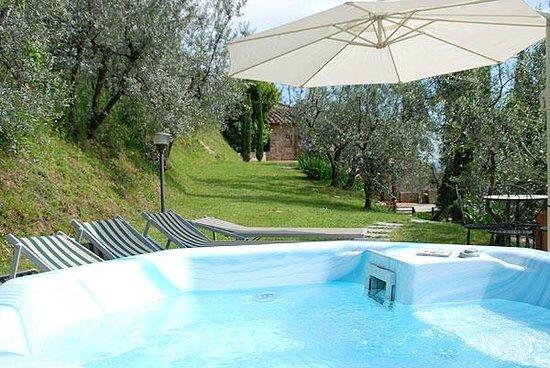 La Villa Oliveta: jacuzzi