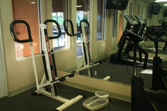 Baymont Inn & Suites Redding: Exercise room