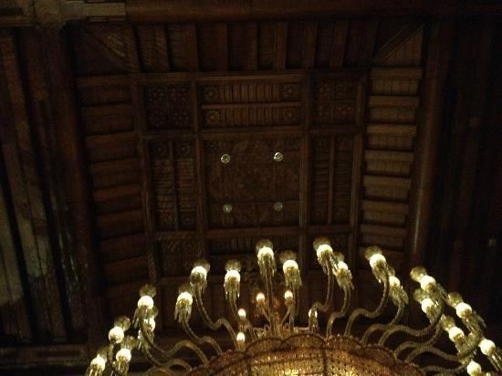 Sofitel Cairo El Gezirah: lobby ceiling...