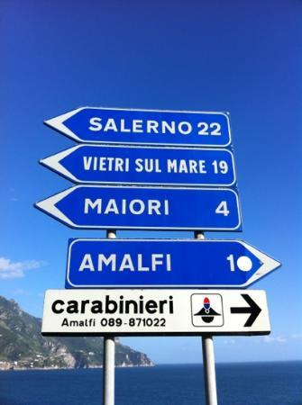 Villa San Michele: get off the Ravello bus at this signpost ! you have arrived