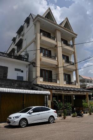 Avalon Hotel: Desde la calle