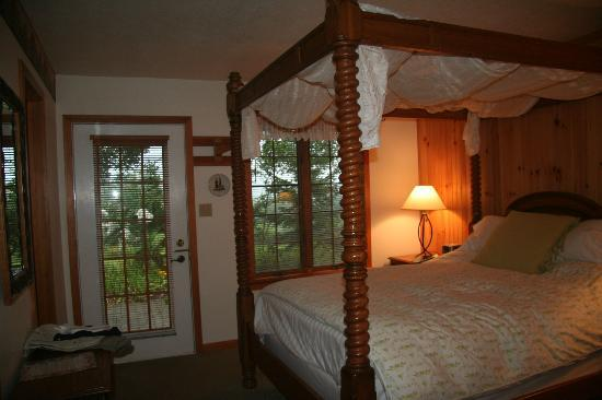 Swiss Woods: San Bernadino Room