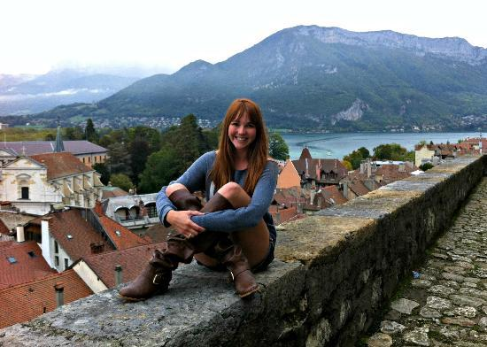 Chateau d'Annecy: Sitting on the wall that over looks the city and lake at the castle grounds.