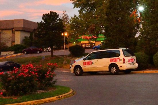 Quality Inn Central Denver: Security car is conspicuous.  It is NOT used as a shuttle.