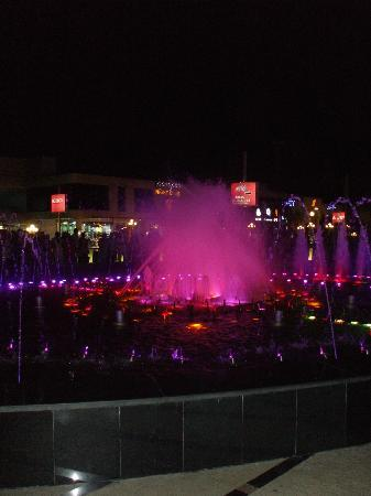 Falcon Naama Star: Soho Sq - Light Show Water Fountain