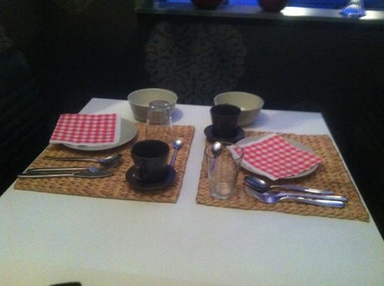 A Dream B&B: tafeltje stond al gedekt klaar op de kamer