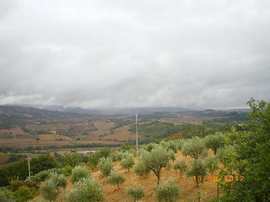 Il Borgo Sulla Collina B&B: Paesaggio dalla camera