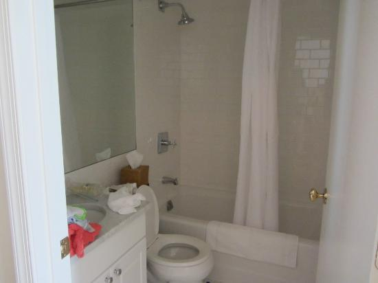 Sandpiper Beach Resort: Bathroom