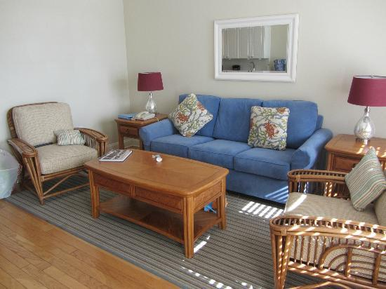 Sandpiper Beach Resort: Living room