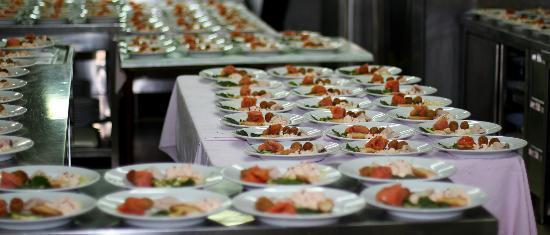 Sala Ricevimenti Serena: Il backstage della nostra cucina, dove la magia si compie e poco dopo arriva sulla vostra tavola