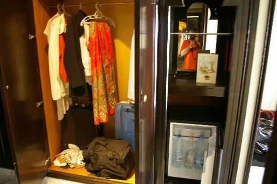 فندق مرحبا بالاس: Storage in Room 313