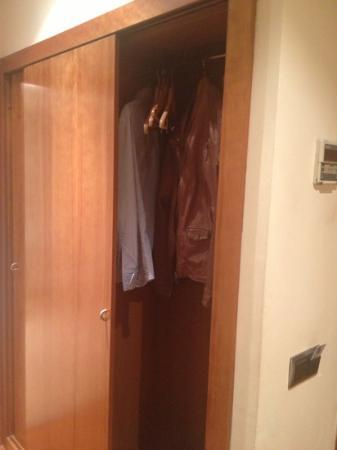 Hotel Aranea: the double wardrobe