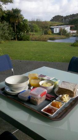 Wai Hou Oma Lodge: Our lovely, complimentary, continental breakfast