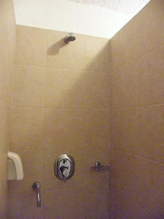 Casuarina Resort & Spa: shower